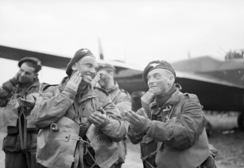Paratroops_of_6th_Airborne_Division_blackening_their_faces_in_front_of_an_Albemarle_aircraft_at_RAF_Harwell,_5_June_1944._H39066
